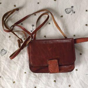 Handbags - 2/$15 😍Vintage Learher Mini Crossbody